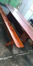 Mesa de madeira e 2 bancos usado