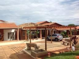 Chalé com ótima estrutura,bem localizado,condomínio top