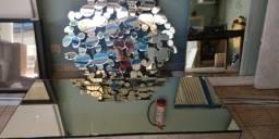 Mesa de centro grande e moldura espelhada