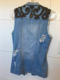 Colete jeans com aplicações