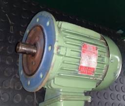 Motor Weg trifásico 2cv. 4 polos (1720 rpm) com flange.