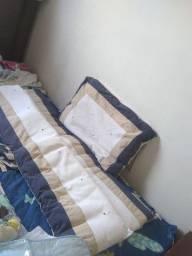 Kit de berco+trocador+lote de meias+toalha de banho e etc.