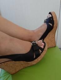Sandália anabela em cortiça