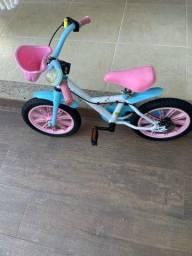 Vende-se bicicleta infantil, aro 14. Impecável.