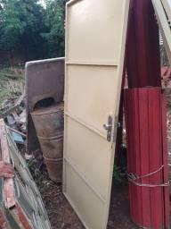 Janela de madeira; porta; portão; tanque; telha; janela ferro com vidro