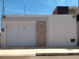Alugo Excelente Casa Na Lagoa Seca Com 02 Quartos Com Móveis Projetados