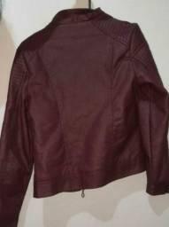 Jaqueta de couro sintético com touca vinho