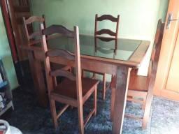 Mesa com 4 cadeiras ,550reais