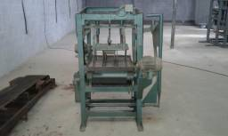 Maquina de bloco e esteira
