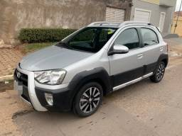 Etios Cross 1.5 Manual 14/15 Completo - 2015