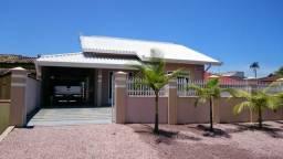 Alugo Excelente Casa na Praia de Itapoá com ar, internet e churrasqueira