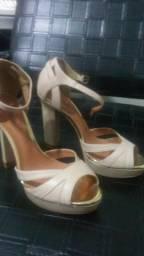 Sandalia de couro nova