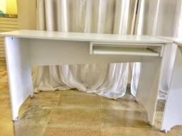 Escrivaninha (retirada em Cachoeiro de Itapemirim)