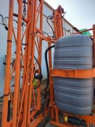 Pulverizador 800 litros ano 2016