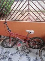Bicicleta pro x para fazer manobra