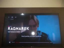 Vendo essa TV smart de 55 polegadas e esse painel de TV.
