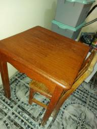 Mesa e cadeira de angelim