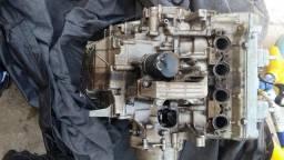 Motor da Hornet carburada para retirada de peças.