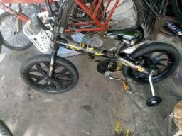 Bicicleta aro 16(pra 2 ate 6 anos)batman