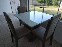 Mesa de vidro com 3 cadeiras quase nova 90x90