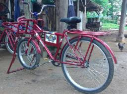 (*Vendo bicicleta)