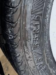 Jogo de rodas com pneus