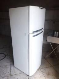 Vendo geladeira painel digital eletrolux dúplex Frost free grande com dispenser de agua