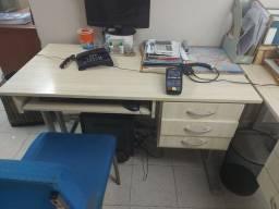 Título do anúncio: Vendo mesas de escritório MARFIM otimo estado