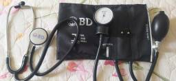 Esfigmomanômetro e estetoscópio BD