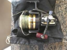 Molinete bg 90daiwa série good Black.