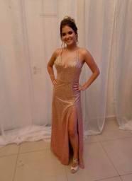 Vestido de festa com degradê em glitter do dourado ao rosa