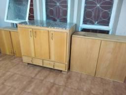 Três armários de madeira