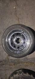 Diversos jogo de rodas com pneus