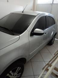 Vendo veículo agile cor prata - 2013