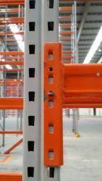 Estrutura semi nova de Porta Pallets