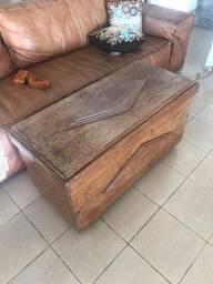 Baú antigo de madeira