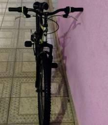 Bicicleta Aro 26 Fischer Altay com 21 Marchas - Preto/ Prata<br><br>
