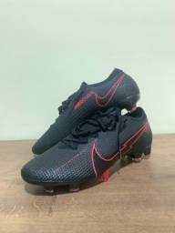 Chuteira Nike Mercurial Vapor 13, tamanho 42