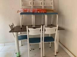 Mesa com tampo de Mármore - 6 cadeiras