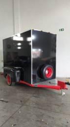 Carretinha Reboque Baú em ACM Fechada 2020 - Semi Nova (Food Truck)