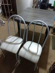 Mesa 2 cadeiras seminova