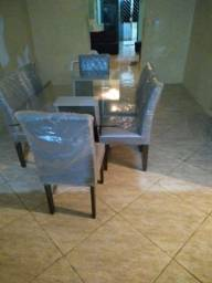 Vende-se uma mesa de vidro semi-nova