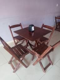 Jogo de mesa com 4 cadeira