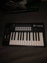 Controlador MIDI Novation Launchkey Pad 25
