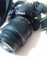 Máquina fotográfica semi profissional Nikon D3200- pouco usado