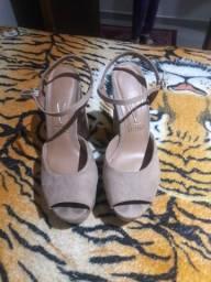 Sandália semi nova