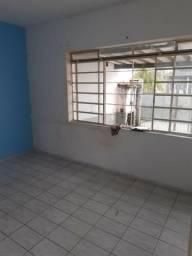 Alugo Casa no Quiririm 2 dormitórios, Sala, Cozinha, Banheiro, Garagem p/ Carro