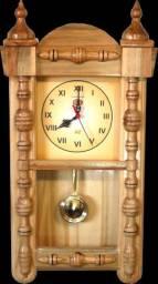 Relógio de parede artesanal de madeira maciça e natural