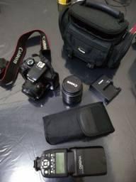 Câmera EOS Rebel T3 + flash Youngnuo