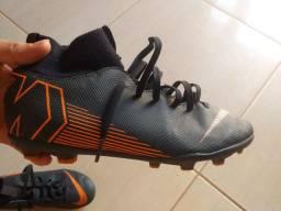 Chuteira da Nike botinha nova, quero outra de futsal/society ou 300 reia